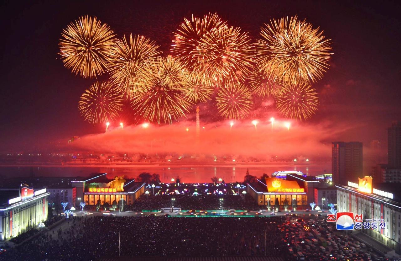 เกาหลีเหนือจุดพลุฉลองปีใหม่อย่างยิ่งใหญ่