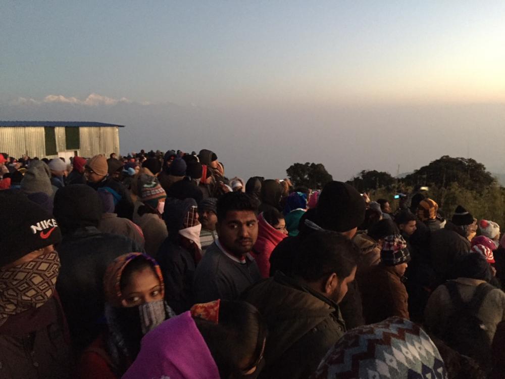 คนมากมายรอชมพระอาทิตย์ขึ้น