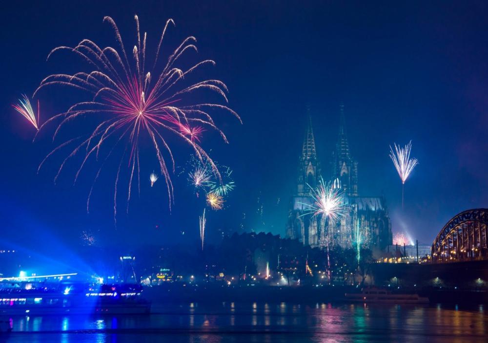 การแสดงแสงสีและดอกไม้ไฟที่เมืองโคโลญของเยอรมนี