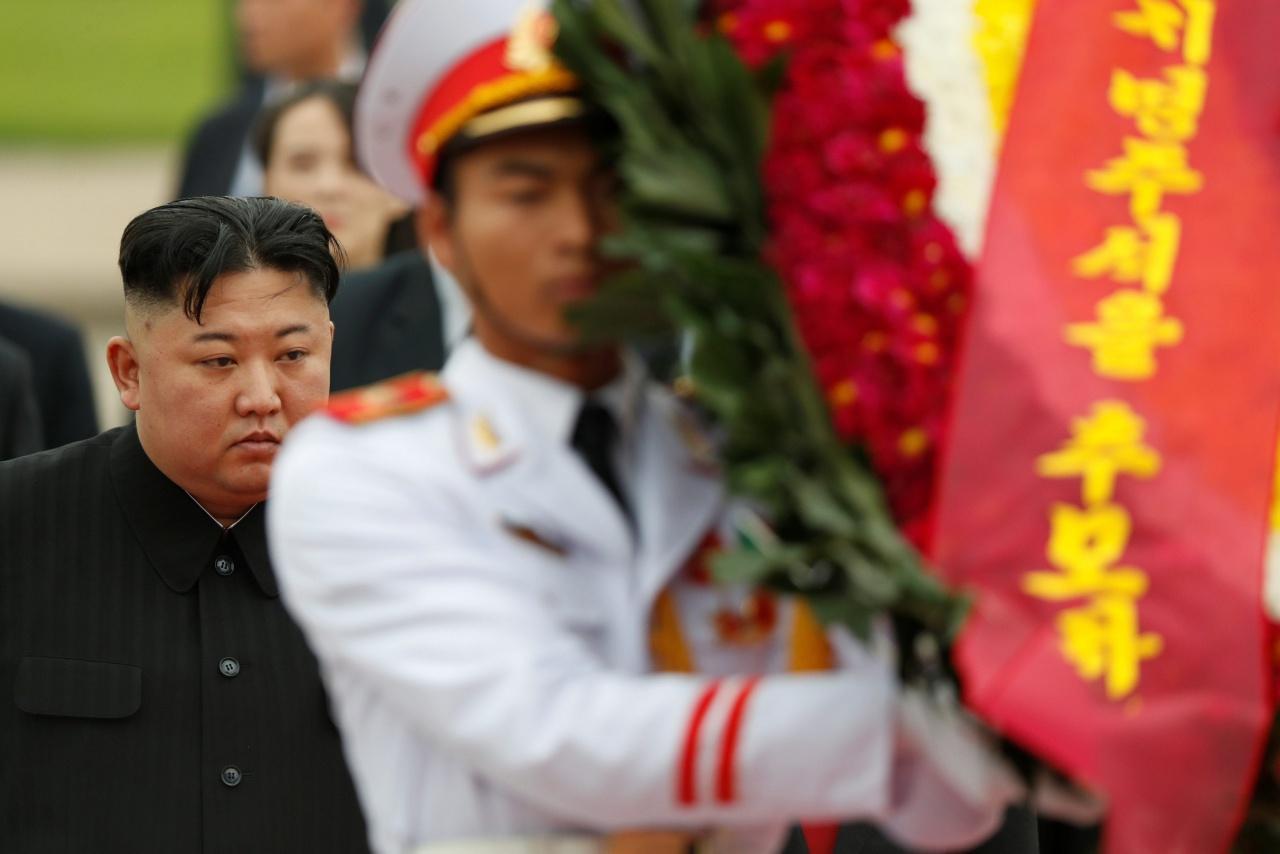 คิม จอง อึนมาวางพวงมาลาที่สุสานโฮจิมินห์เพื่อแสดงความคารวะ อดีตผู้นำยิ่งใหญ่ของเวียดนาม