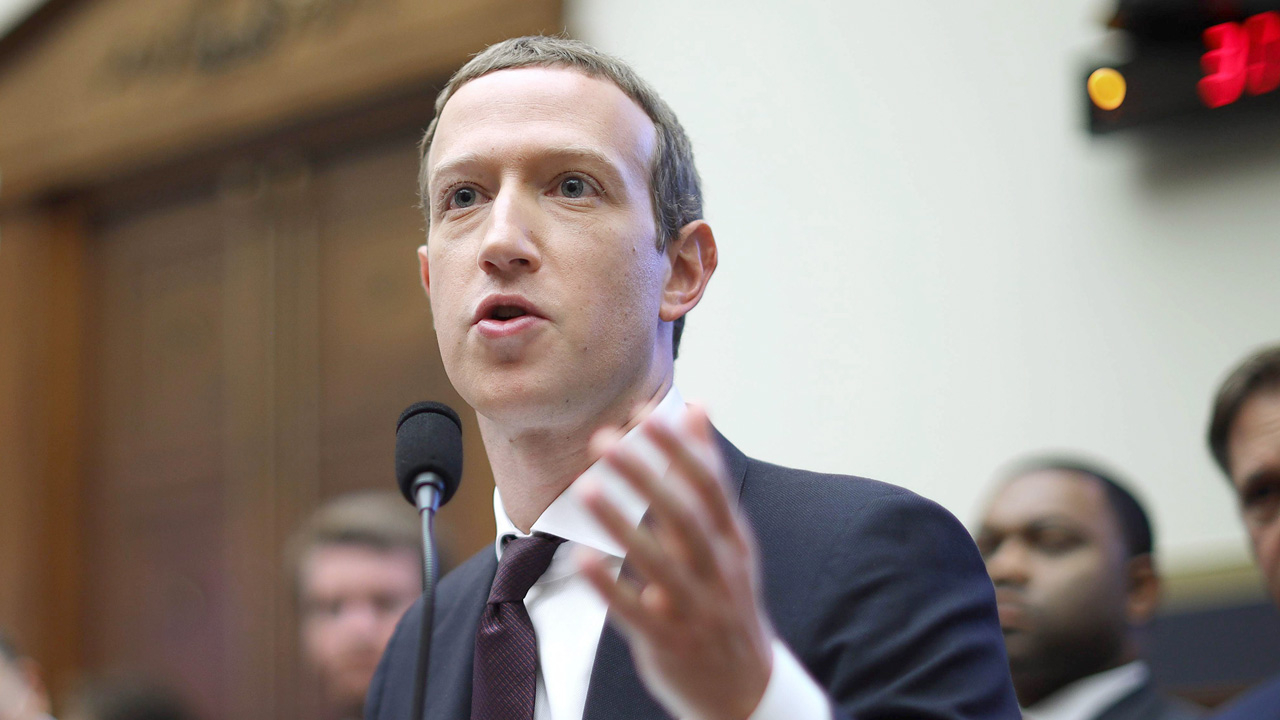 """บอยคอตเฟซบุ๊ก ฉุด """"มาร์ค ซัคเคอร์เบิร์ก"""" จนลง"""