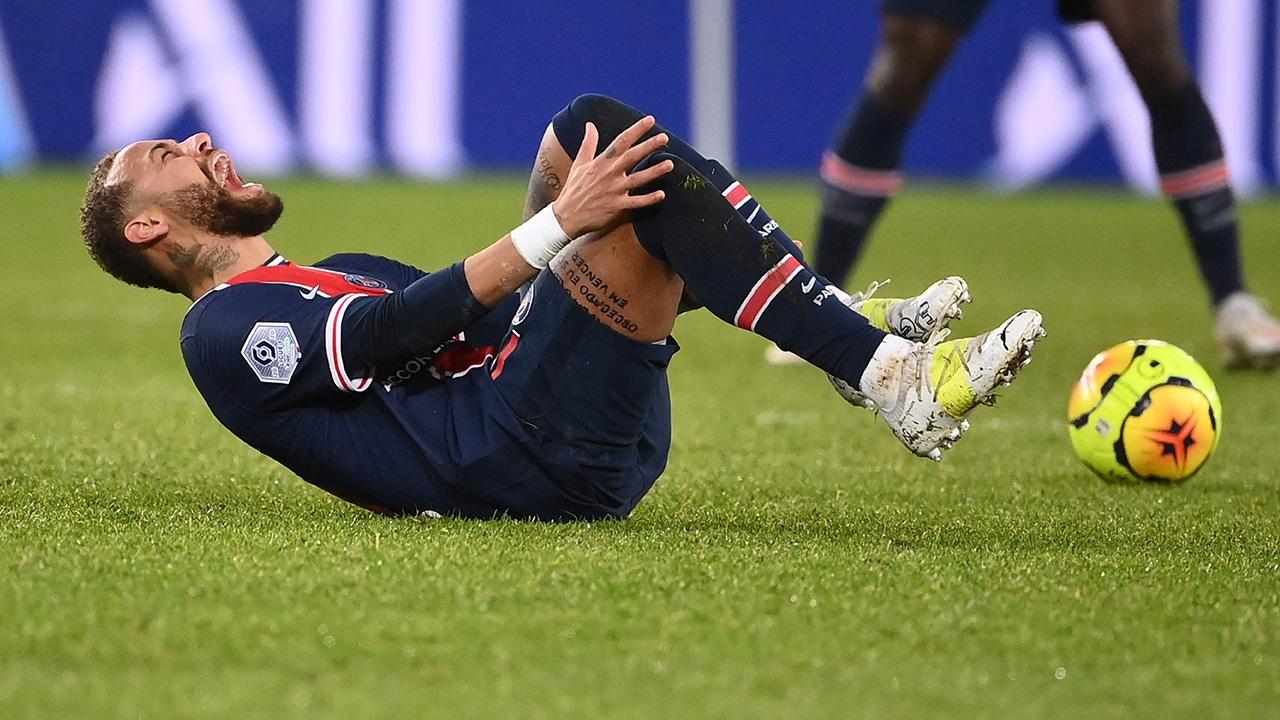 """แฟนบอลโล่ง เปแอสเชยัน """"เนย์มาร์"""" ข้อเท้าไม่หัก"""