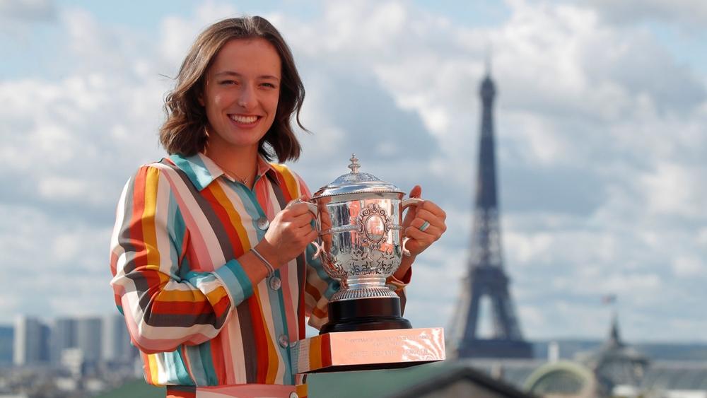 """แชมป์เฟรนช์ โอเพ่นส่ง """"สเวียเต็ก"""" ขึ้น 37 ขั้น สรุปอันดับนักเทนนิสหญิงเดี่ยว"""