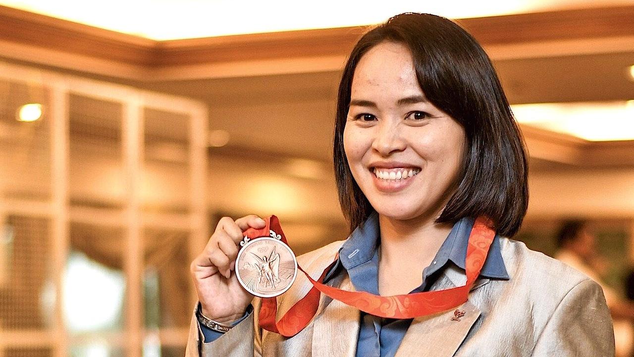 วันที่รอคอย! 'เพ็ญศิริ' รับเหรียญทองแดงยกน้ำหนัก โอลิมปิก 2008 (คลิป)