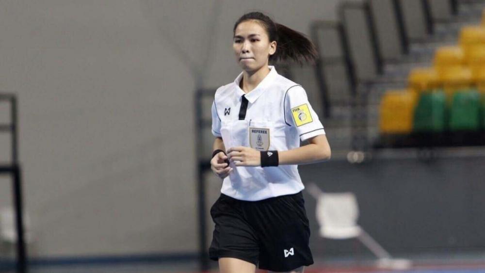 """""""ปนัดดา"""" เปาฟุตซอลหญิงคนแรกของไทยขอบคุณ """"ส.บอล"""" หลังได้รับรองจากฟีฟ่า"""