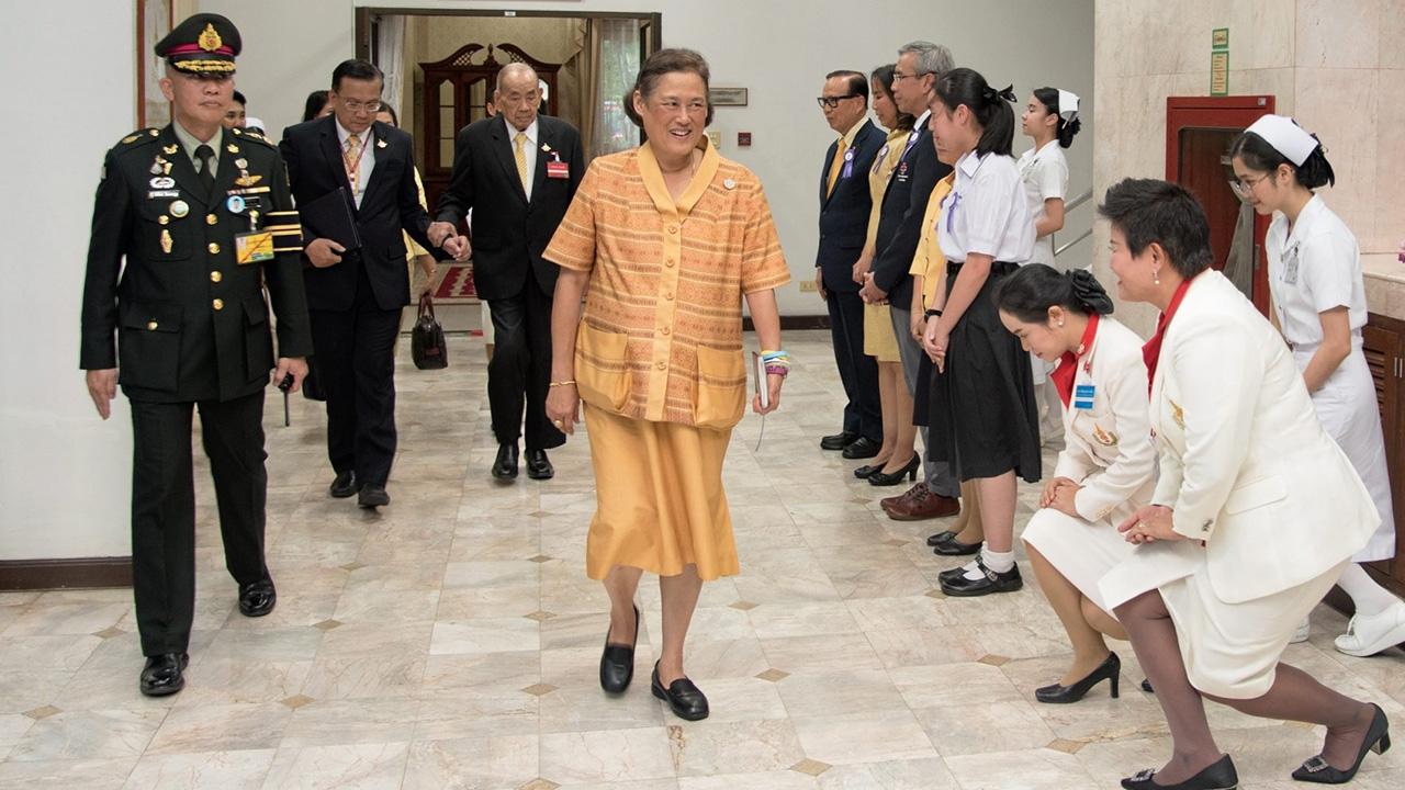 สมเด็จพระเทพรัตนราชสุดาฯ สยามบรมราชกุมารี เสด็จพระราชดำเนินไปทรงเป็นประธาน การประชุมสภา สถาบันการพยาบาลศรีสวรินทิรา ในการนี้ แผน วรรณเมธี เฝ้ารับเสด็จ ณ โรงพยาบาลจุฬาลงกรณ์ สภากาชาดไทย เมื่อวันก่อน.