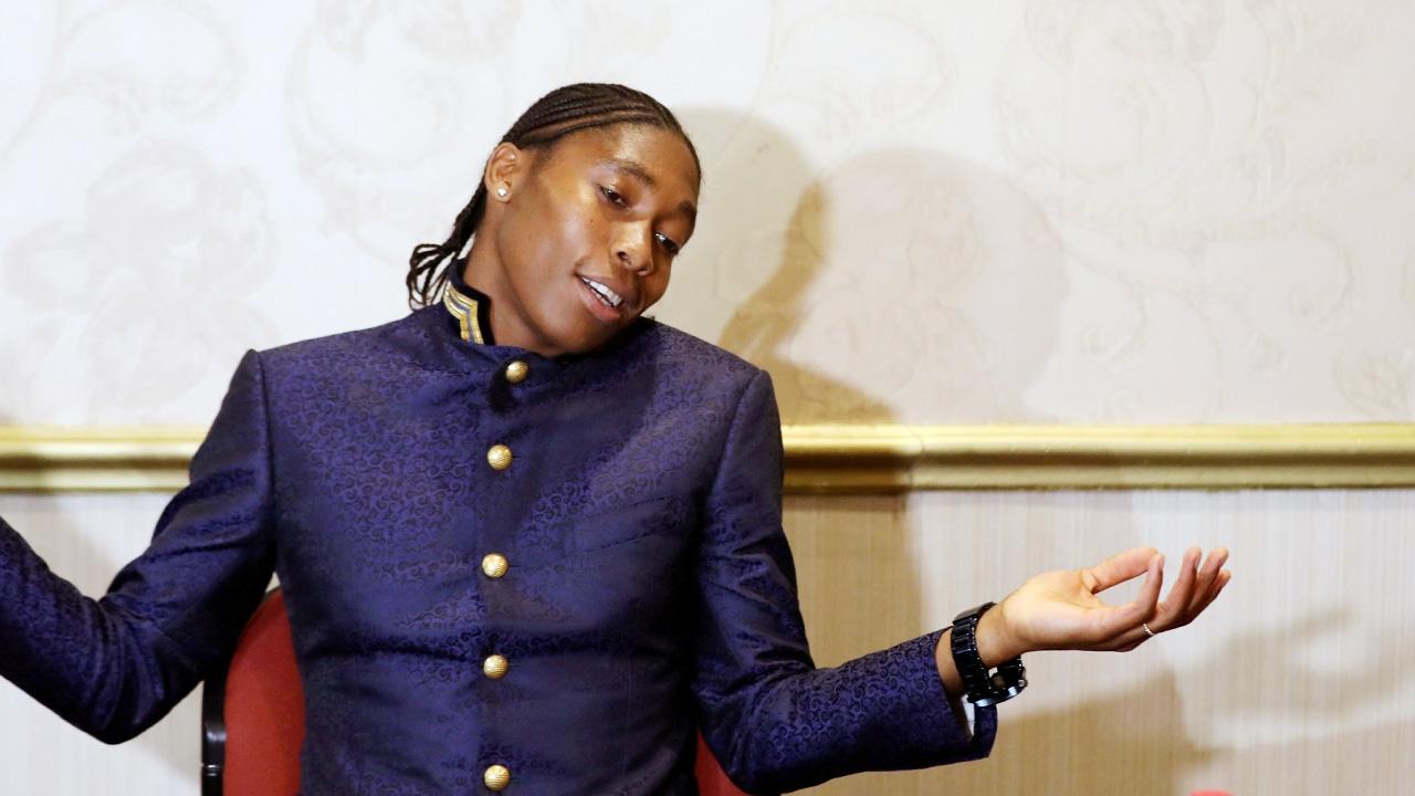 ฮือฮา นักวิ่งเหรียญทองโอลิมปิก เซ็นสัญญาร่วมทีมฟุตบอล