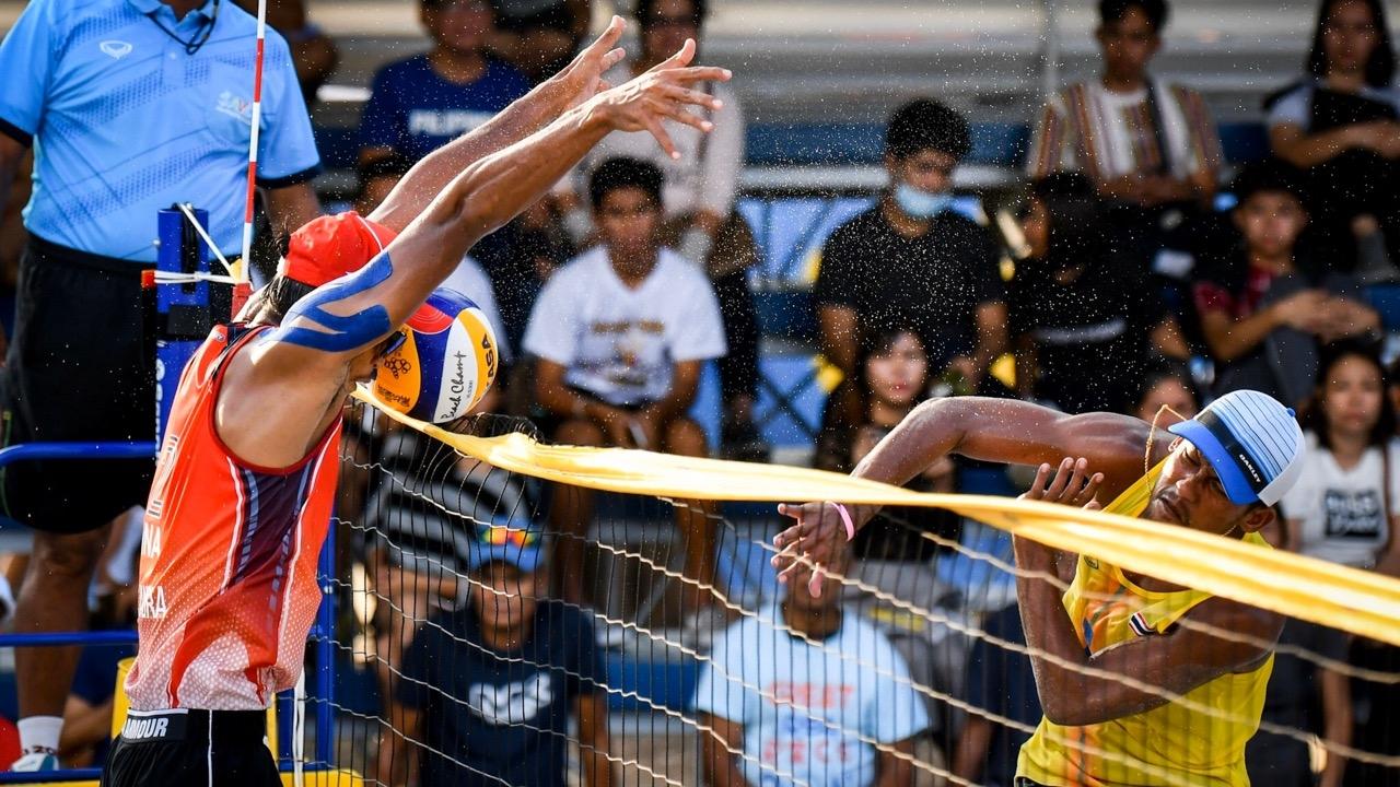 """เต็มที่แล้ว """"ตบหนุ่มชายหาดทีมชาติไทย"""" พ่ายอินโดฯ 2 ทีมรวด ซิวเงินปลอบใจ"""
