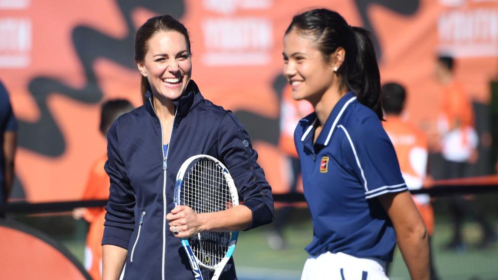 """โอกาสสำคัญ """"ดัชเชสเคท"""" เล่นเทนนิสกับ """"ราดูคานู"""" ฉลองแชมป์ยูเอส โอเพ่น"""