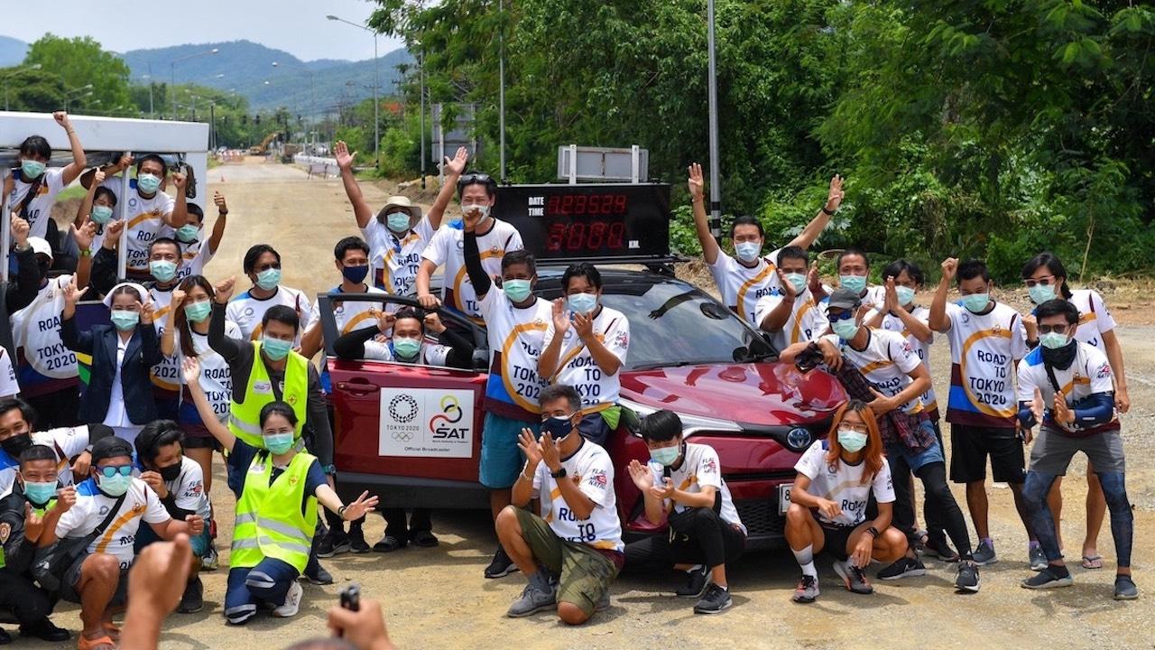 """""""วิ่งส่งธงชาติไทย"""" วันที่ 40 ผ่าน 3,000 กม. ขบวนรถแห่ทั่วเมืองแพร่"""
