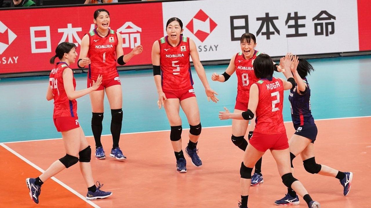 """ไม่ได้มาเล่นๆ """"ลูกยางสาวจีน"""" บุกทุบ """"ญี่ปุ่น"""" ถึงถิ่นเกมทดสอบระบบโอลิมปิก"""