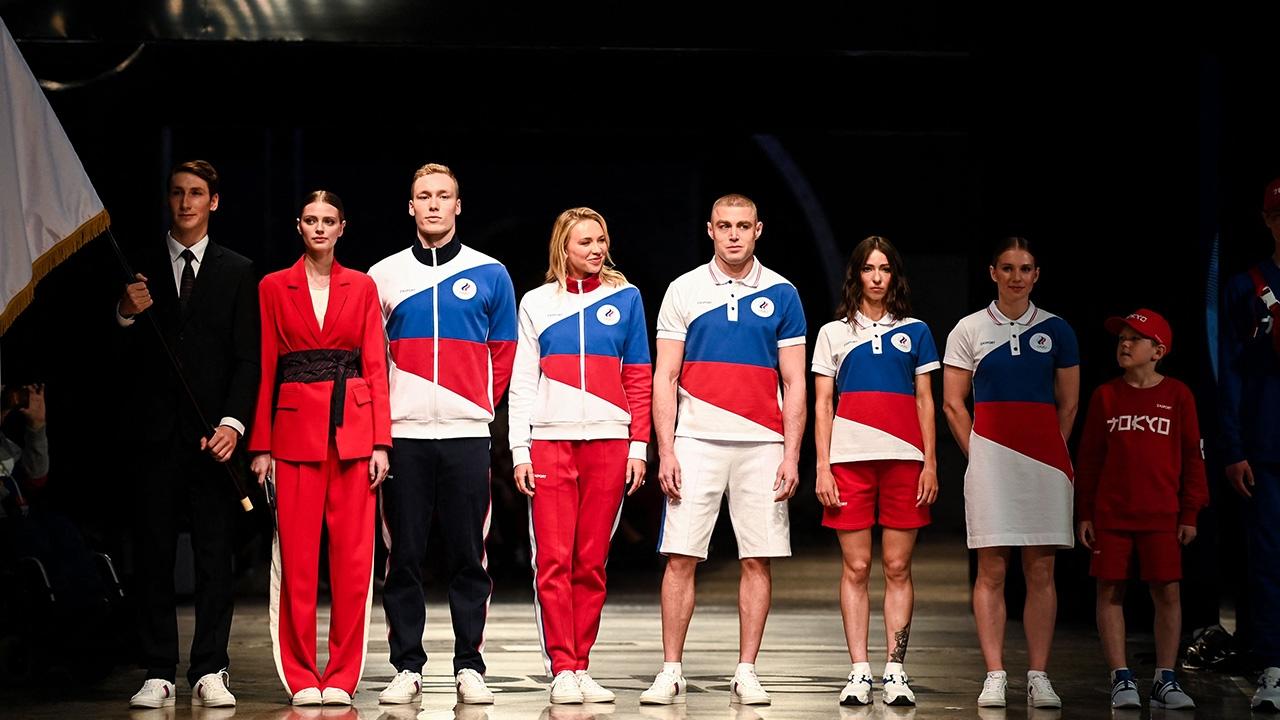 """ไม่แคร์สื่อ """"รัสเซีย"""" เปิดตัวยูนิฟอร์มนักกีฬาโอลิมปิก 2020 แม้โดนแบน"""