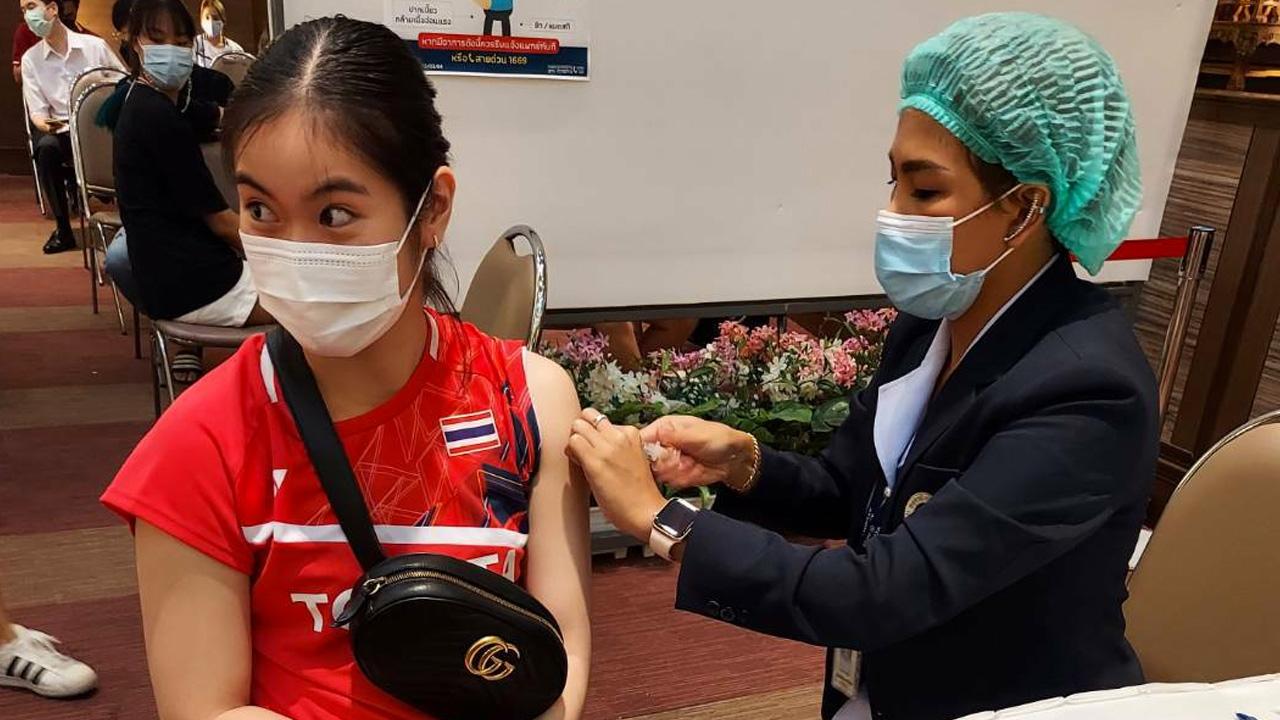 """""""แบดมินตันไทย"""" ฉีดวัคซีนป้องกันโควิด ก่อนลุยรายการเก็บคะแนนโอลิมปิก - โตเกียวเกมส์"""