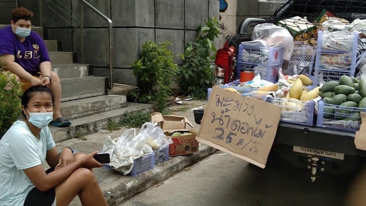 """ไม่อายทำกิน """"ปู มลิกา"""" นักตบลูกยางสาวทีมชาติไทย ใช้เวลาว่างนอกสนามขายมะม่วง"""
