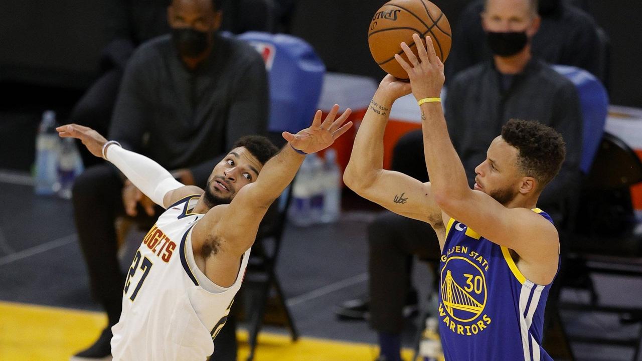 """""""เคอร์รี"""" ทุบสถิติทำแต้มสูงสุด """"โกลเดน สเตท วอร์ริเออร์ส"""" เกม NBA ชนะ เดนเวอร์"""