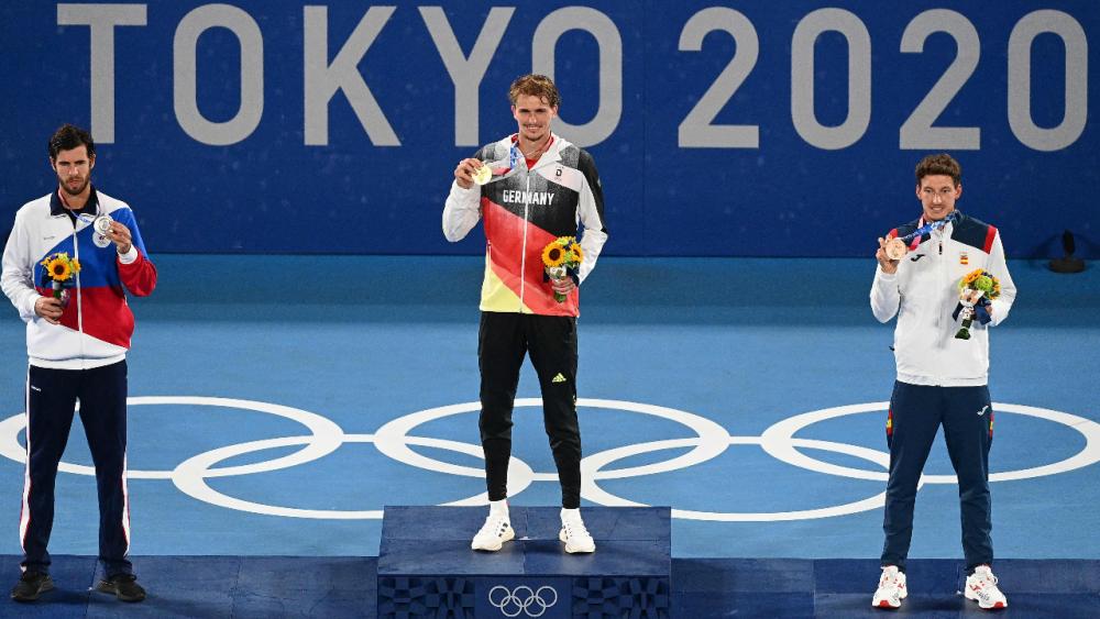 """ชาวเยอรมันคนแรก """"ซเวเรฟ"""" คว้าเหรียญทองเทนนิส ชายเดี่ยว โอลิมปิก 2020"""