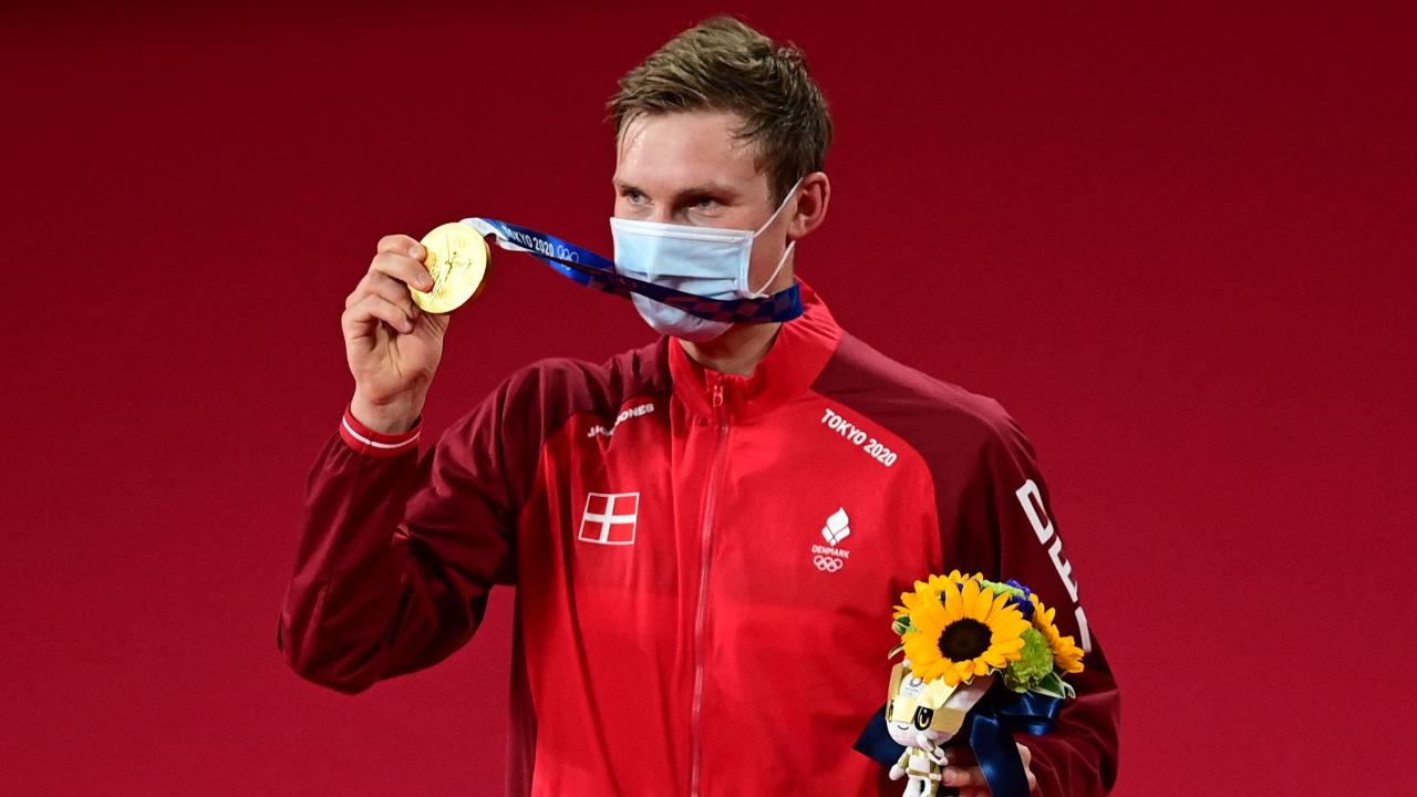 """""""อเซลเซ่น"""" เข้าฝักฟาด """"เฉิน หลง"""" ขาดลอย 2 เกมรวด ซิวเหรียญทองชายเดี่ยวโอลิมปิก"""