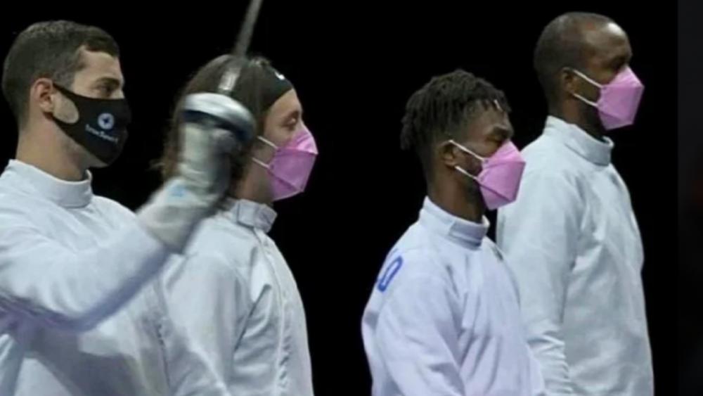 นักดาบมะกันใส่หน้ากากชมพู ประท้วงเพื่อนร่วมทีมจอมฉาวในโอลิมปิก