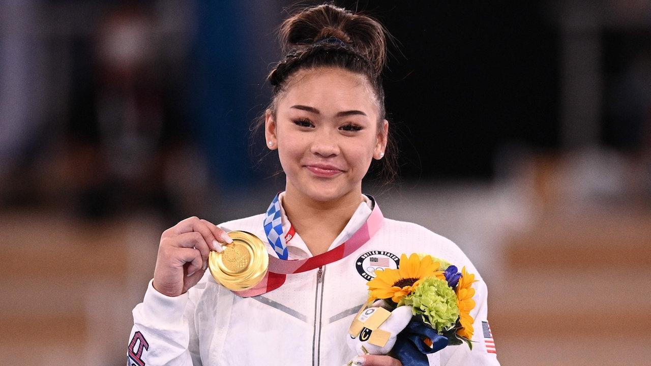 """กระหึ่ม """"สุนิสา ลี"""" ยิมนาสติกเชื้อสายม้ง คว้าเหรียญทองโอลิมปิก 2020"""