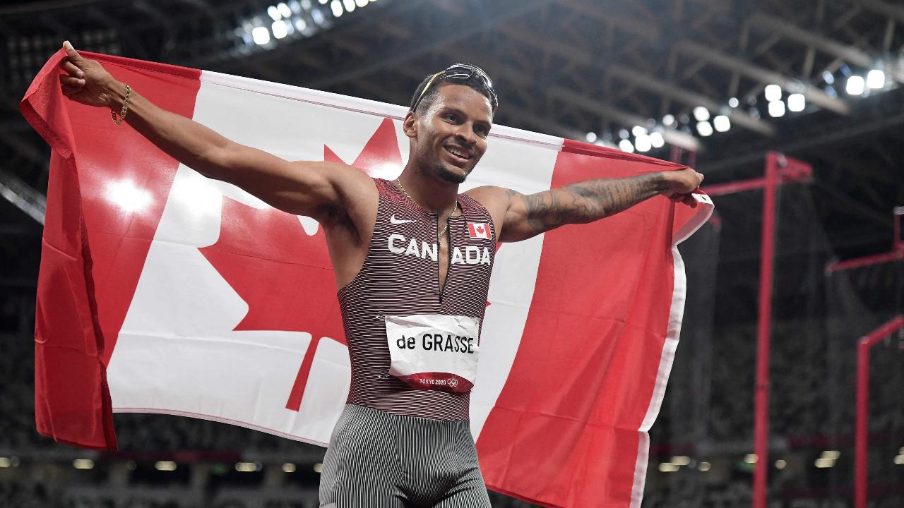 """ทายาทโบลต์ """"เดอ กราสส์"""" คว้าเหรียญทองวิ่ง 200 เมตร ชาย โอลิมปิก 2020"""