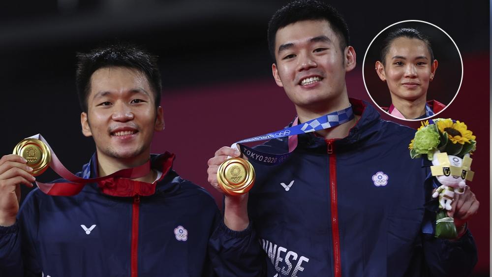 ไต้หวัน ส่งเครื่องบินรับ 3 นักแบดฯ ฮีโร่เหรียญโอลิมปิกกลับบ้าน พร้อมเครื่องบินคุ้มกัน (คลิป)