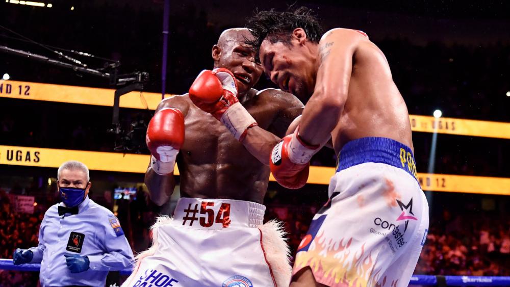 """""""อูกัส"""" พลิกชนะคะแนน """"ปาเกียว"""" เอกฉันท์ ป้องกันแชมป์โลก WBA ได้สำเร็จ"""