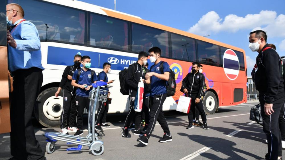 """กระเป๋าหายค่อนทีม """"โต๊ะเล็กทีมชาติไทย"""" ถึงลิทัวเนียแล้ว ก่อนลุยฟุตซอลโลก 2021"""