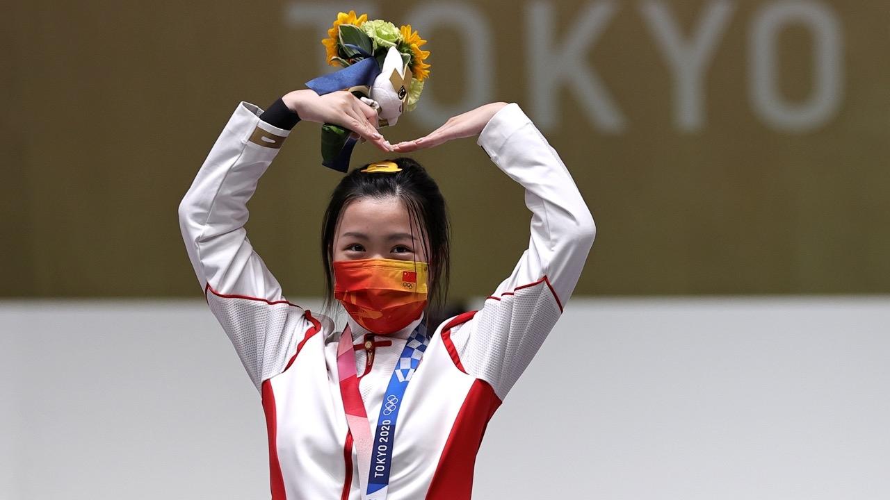 """มาแล้ว """"หยาง เฉียน"""" แม่นสาวจีนคว้าทองแรกในศึก """"โอลิมปิก 2020"""""""
