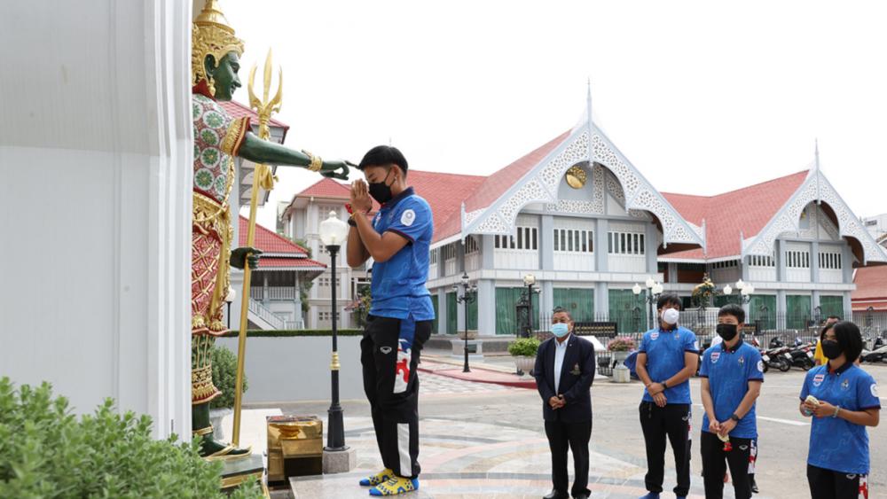 """จักรยานทีมชาติไทย ขอพรสิ่งศักดิ์สิทธิ์ก่อนลุยโอลิมปิก """"บีซ-ฟ้า"""" ขอทำให้ดีที่สุด"""