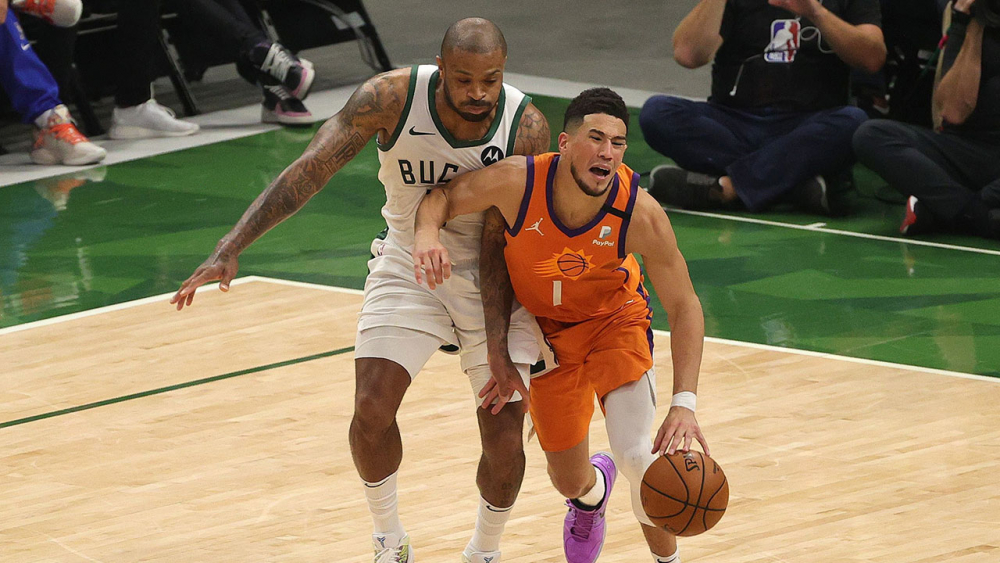 """ชิงแชมป์ NBA สนุกแล้ว! """"บักส์"""" ไล่เสมอ """"ซันส์"""" 2–2"""