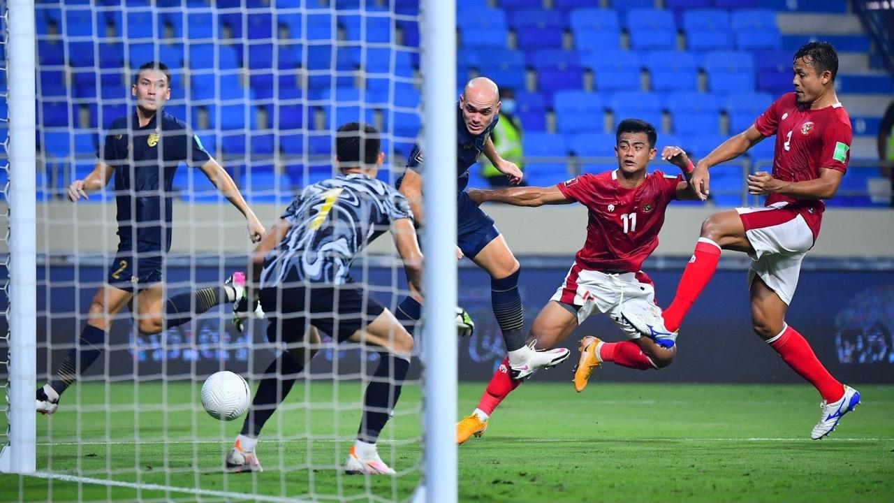 """เจาะสถิติหลังเกม """"ทีมชาติไทย"""" เจ๊าอินโดฯ ลุ้นหืดเข้ารอบ 12 ทีม คัดบอลโลก"""