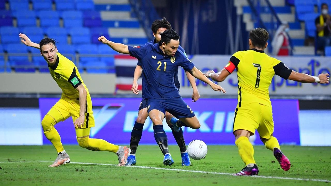"""เออร์เนสโตทำเสียจุดโทษ """"ทีมชาติไทย"""" พ่าย """"มาเลเซีย"""" 0-1 ส่งท้ายคัดบอลโลก 2022"""