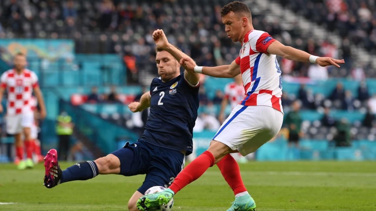 """โครเอเชีย"""" ถลุง """"สกอตแลนด์"""" 3-1 ลิ่วรอบ 16 ทีมสุดท้าย ศึก """"ยูโร 2020"""""""