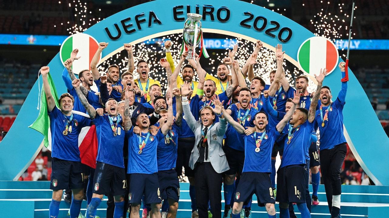 ประมวลภาพ ทีมชาติอิตาลีฉลองชัยสุดเหวี่ยง หลังซิวแชมป์ยูโร 2020